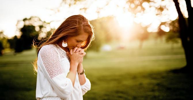 No esperes a que te toque Jesus sino aprende a tocarlo a Él image