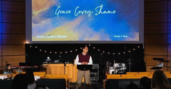 Santa Ono helps 'plant' Tenth UBC Pt Grey image