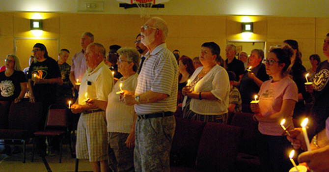 Anglicans stand with the community in mourning image
