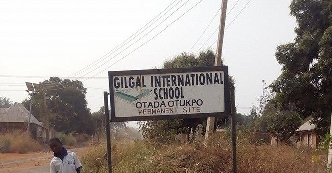 Gilgal School Children Working On New Site image