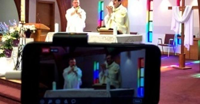 Messes diffusées sur Internet - Livestreamed Masses image
