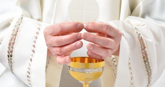 10 am Holy Eucharist