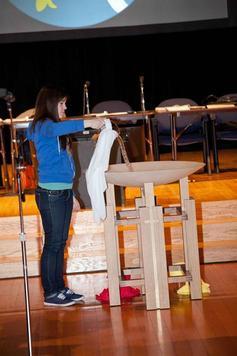 Youthpouringwateropeningworship