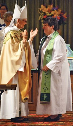 1a%20archbishop%20leads%20the%20welcoming%20applause%20for%20the%20newly%20inducted%20vicar